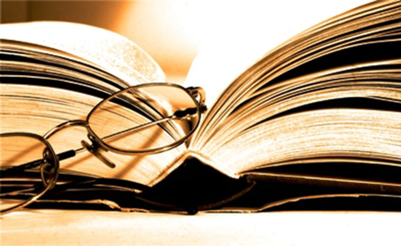 livro-e-oculos